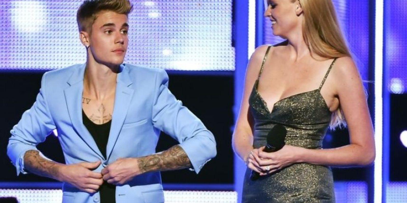 Justin Bieber decidió quitarse la ropa en el escenario del Fashion Rocks Foto:Getty Images