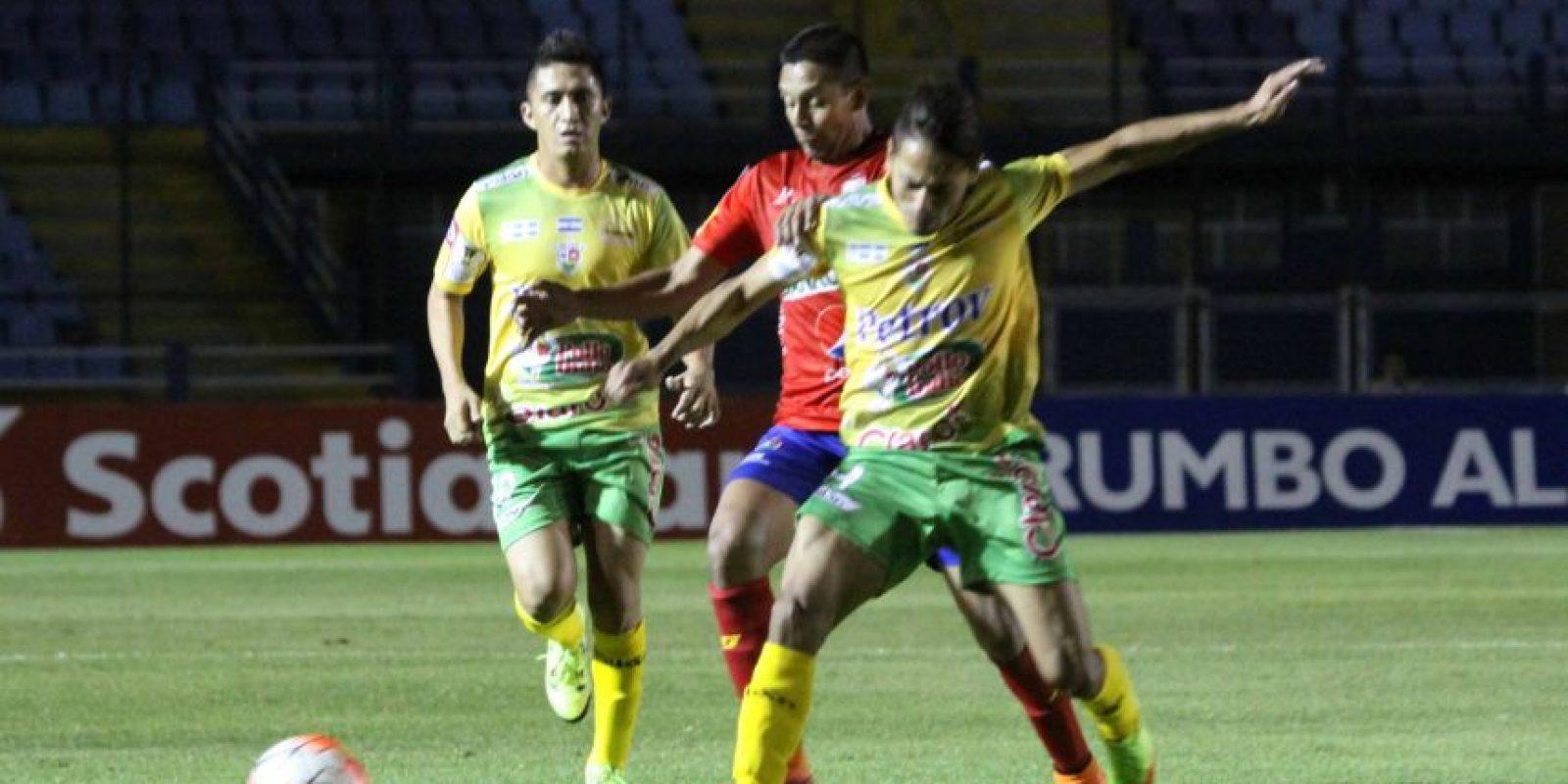 Los rojos ganaron gracias a un gol en la parte final del encuentro que se jugó en el estadio Mateo Flores. Foto:Publinews