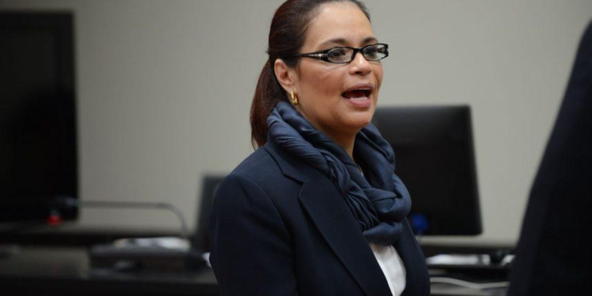 Los 35 segundos que habló Roxana Baldetti al salir de Tribunales
