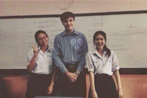 Este maestro se deja tomar fotos Foto:Vía Instagram/#Profeguapo