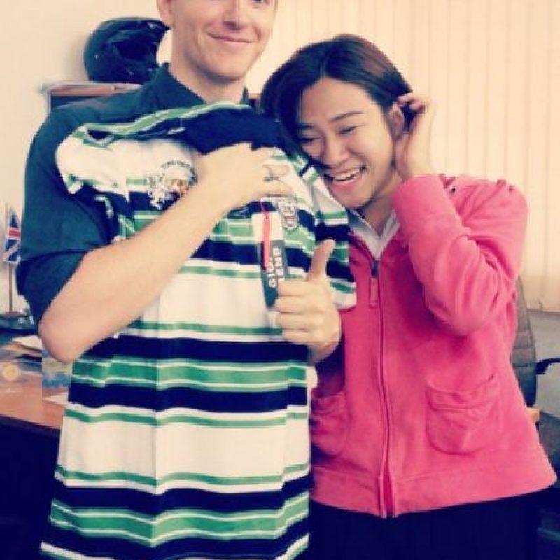 Todas sus alumnas quieren tomarse una foto con él. Foto:Vía Instagram/#Profeguapo