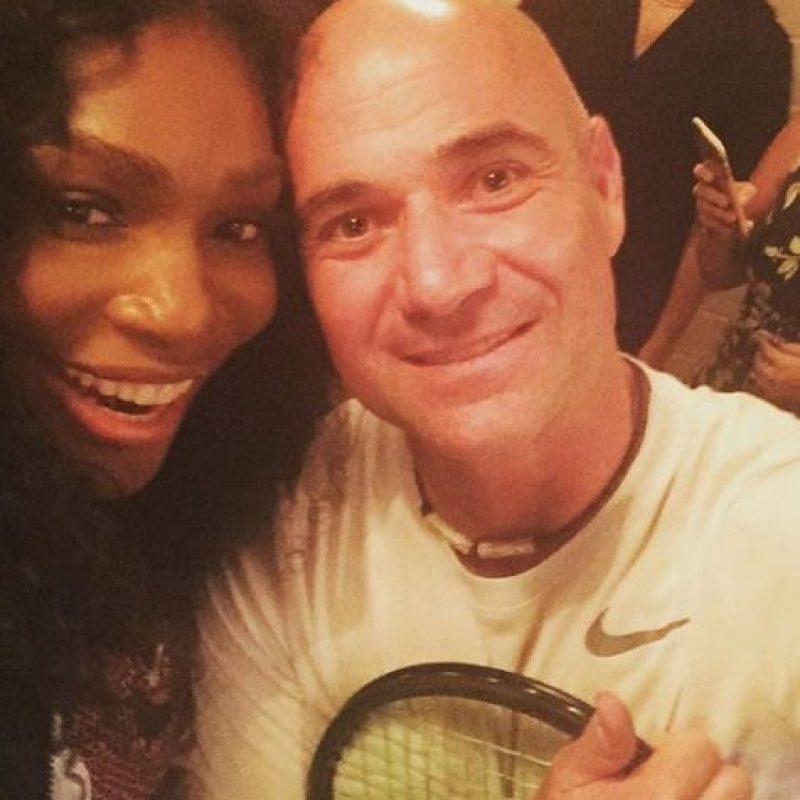 """Y después se tomó el """"selfie"""" del recuerdo con Andre Agassi. Foto:Vía instagram.com/serenawilliams"""