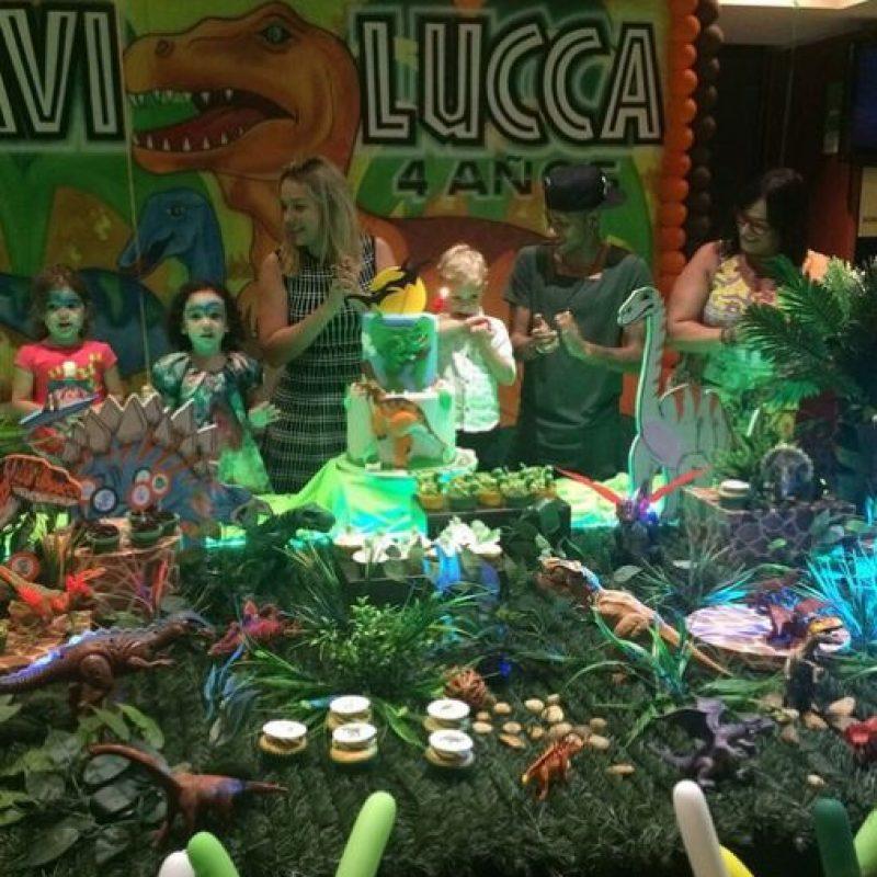 """Para festejar a su hijo, el futbolista hizo una fiesta inspirada en """"Jurassic Park"""", desde los adornos hasta el pastel y los dulces. Foto:Vía instagram.com/neymarjr"""