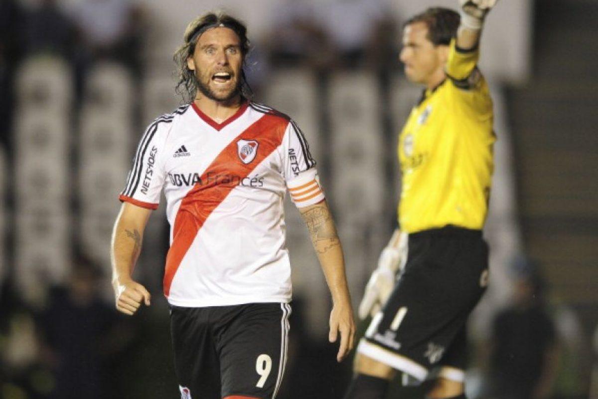 Pese a ser muy criticado por su peso, Cavenaghi ha cumplido con River Plate cuando le solicitan y ahora volvió a Europa para jugar en el APOEL de Nicosia. Foto:Getty Images