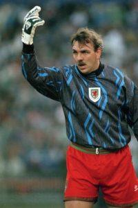 """Así como lo ven de """"gordo"""", es el jugador con más partidos en la Selección de Gales (92), la cual defendió de 1982 a 1997. Foto:Getty Images"""