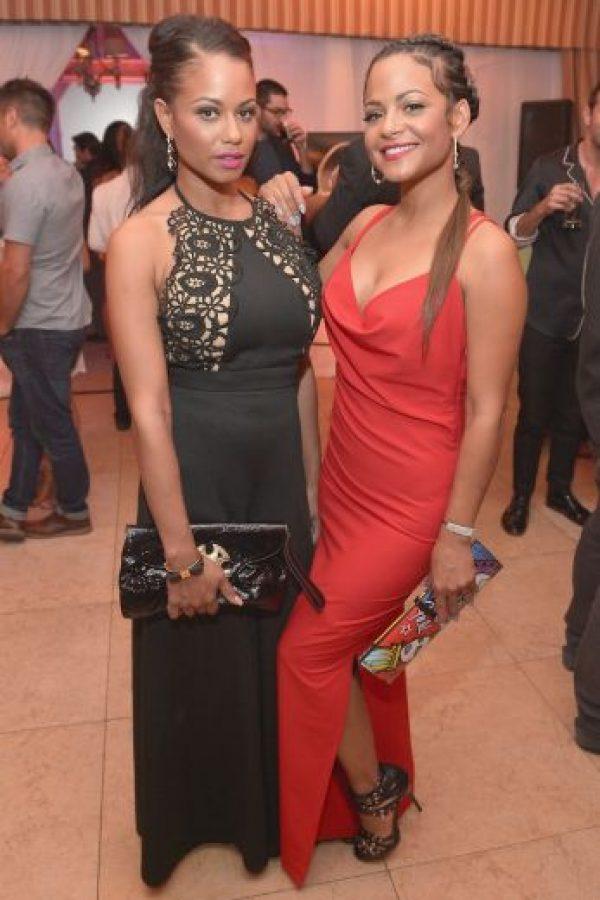 Danielle Milian (vestido negro) es la hermana de la famosa cantante de ascendencia cubana, Christina Milian. Foto:Getty Images