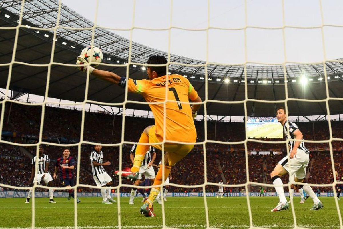 3. Gianluigi Buffon (Juventus) ante Barcelona. Foto:Getty Images