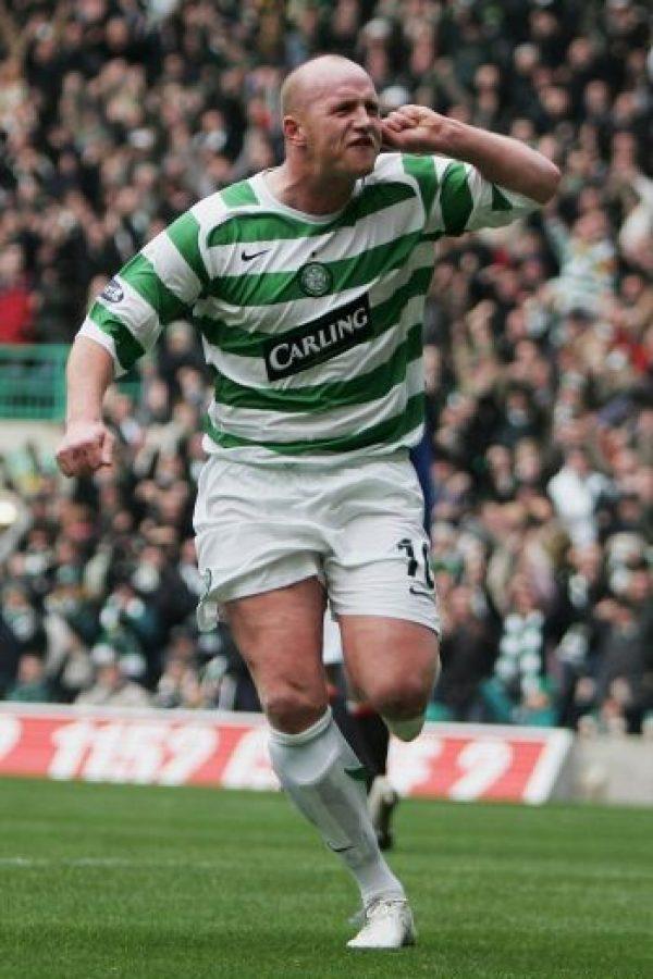 """Su evidente sobrepeso no le impidió ganarse el derecho a ser considerado uno de los mejores delanteros en la historia de Gales, su país. En 2005 fue el """"MVP"""" de la Premier League escocesa. Foto:Getty Images"""