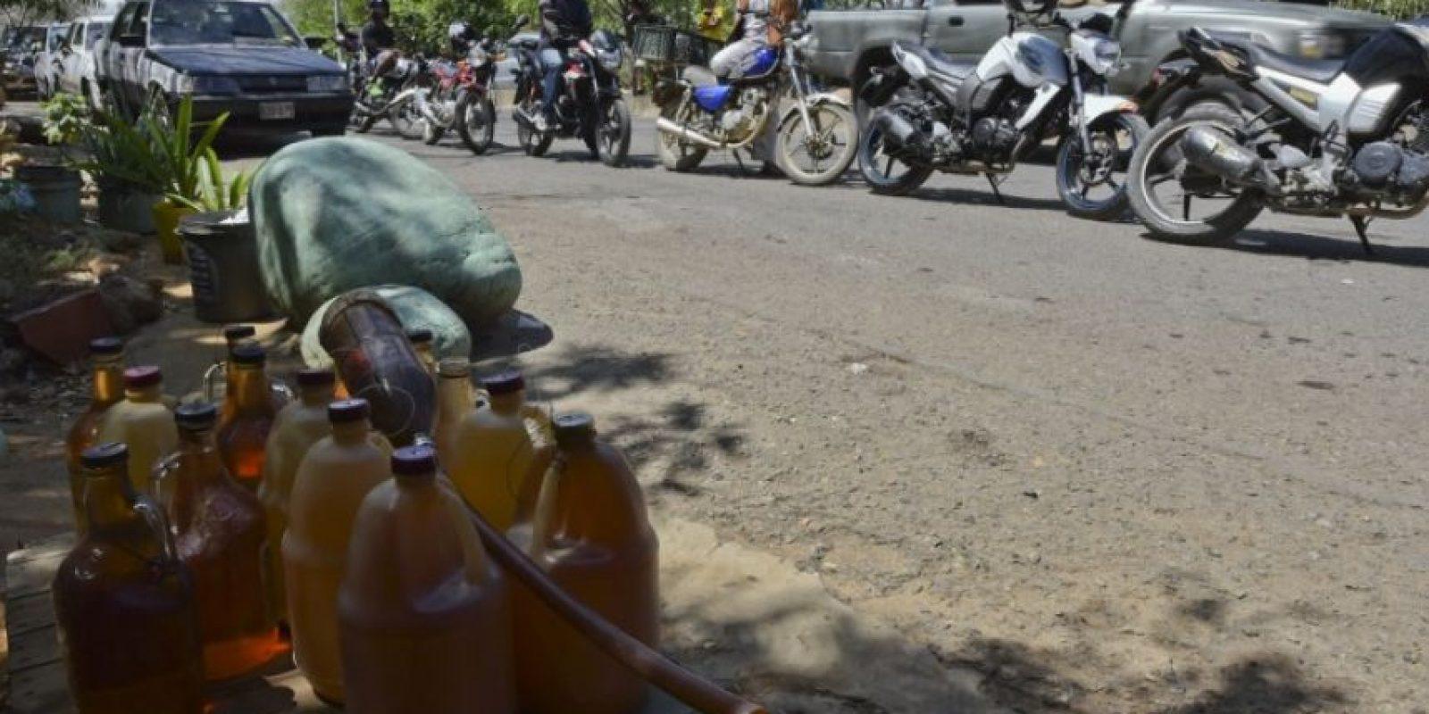 Con el paso de los días, Cúcuta (en Colombia) empezó a padecer poblemas en el abasto de gasolina. Foto:AFP