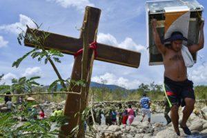 Al mismo tiempo que llamaba a consultas al embajador venezolano en Bogotá, Iván Rincón. Foto:AFP