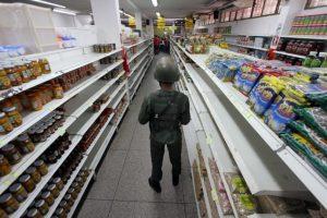 """Los efectivos militares realizaban un operativo contra el denominado """"contrabando de extracción"""", realizado por los """"bachaqueros"""" (forma en la que el Gobierno venezolano se refiere a los contrabandistas), asegurando que roban productos básicos venezolanos para venderlos a precios más bajos en Colombia. Foto:AFP"""