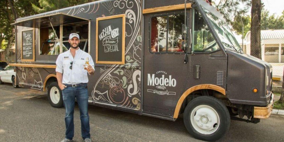 Tacos y panes cubanos acompañan a Cerveza Modelo en el Food Truck