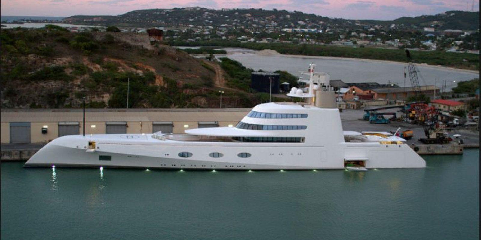 """El multimillonario ruso Andrey Melnichenko tiene otro yate llamado """"Motor Yacht A"""", actualmente muy reconocido en el mundo naviero. Foto:Vía Wikimedia Commons"""