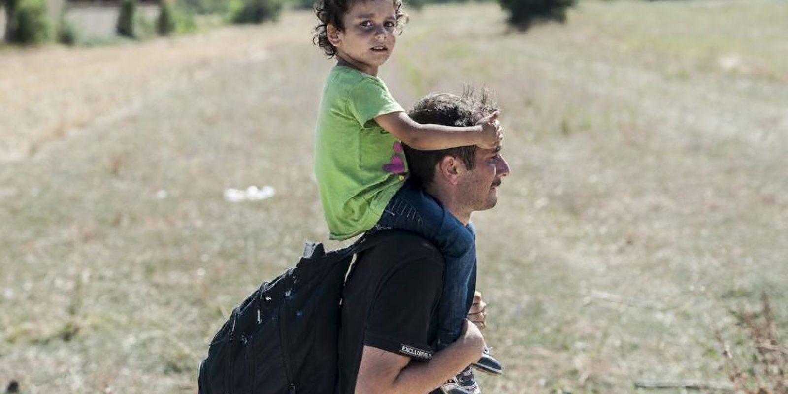 Migrantes serbios viajando a Macedonia. Foto:AFP