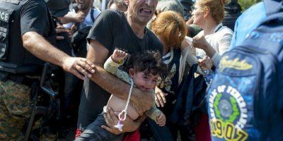 Migrantes en frontera de Macedonia y Grecia. Foto:AFP