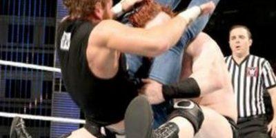 WWW: Fanático intentó atacar a Dean Ambrose