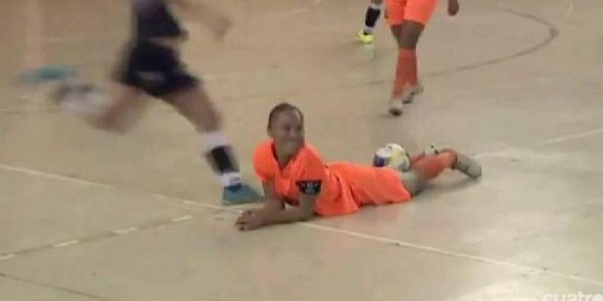 VIDEO. Por celos futbolista patea a su rival en la cara