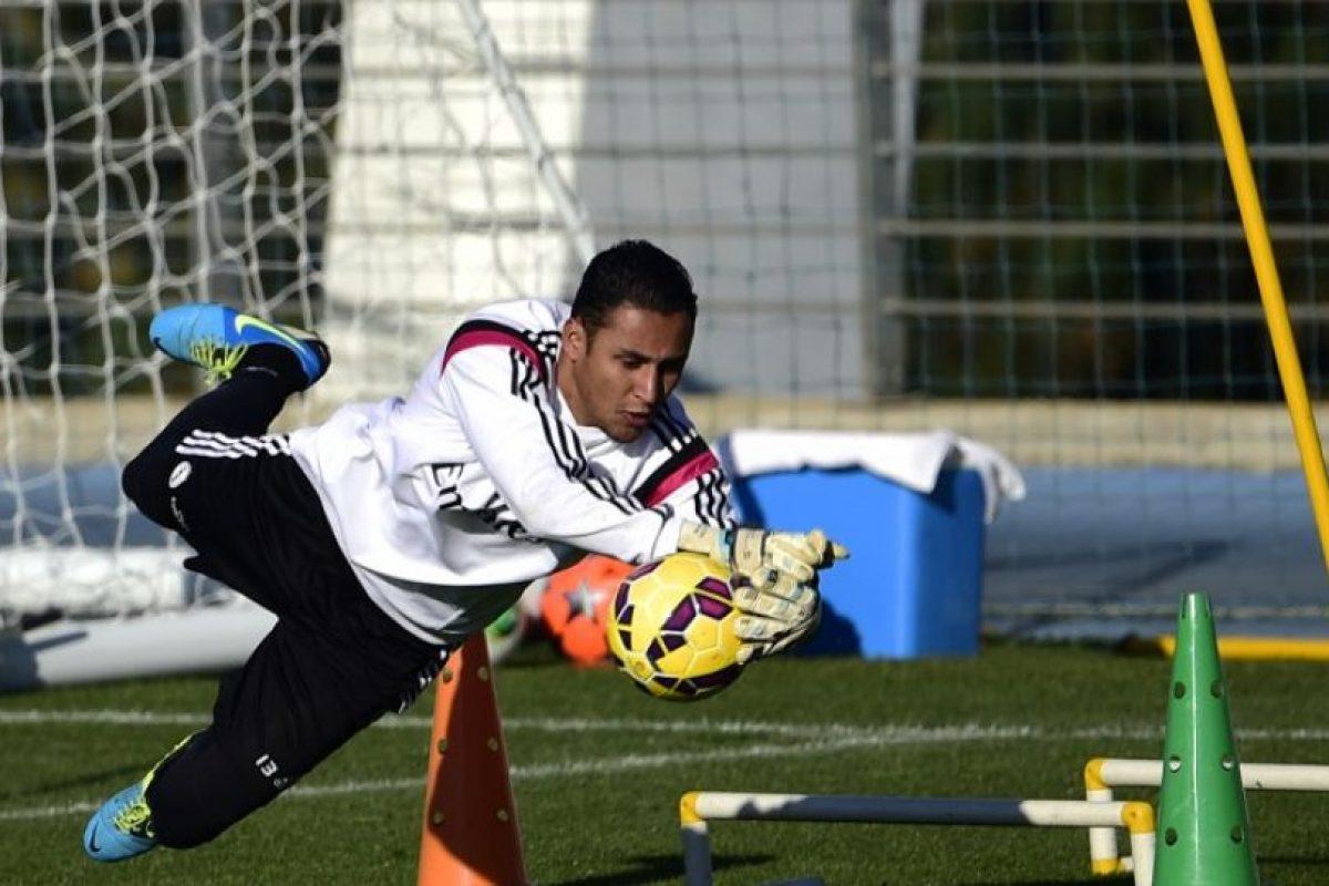 La anticipada operación que hubiera llevado al portero español al Bernabéu se canceló ayer. Foto:AFP