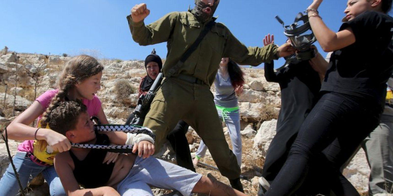 El soldado se retiró en el momento Foto:AFP