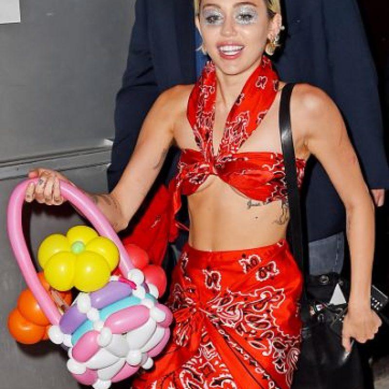 """¿Qué se supone que es esto? ¿Niñera """"de viaje"""" hawaiana? Foto:vía Getty Images"""