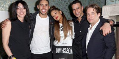 Wendy Goldstein, Ariana Grande, Joe Carozza y Charlie Walk Foto:Getty Images