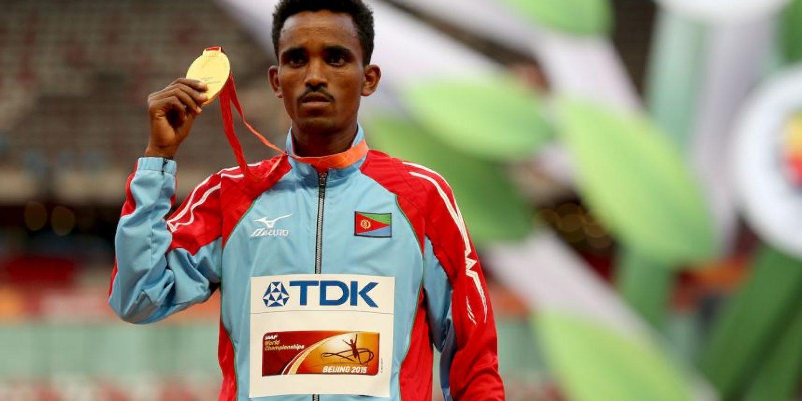 El nacido en Eritrea conquistó el maratón en dos horas, 12 minutos y 27 segundos Foto:Getty Images