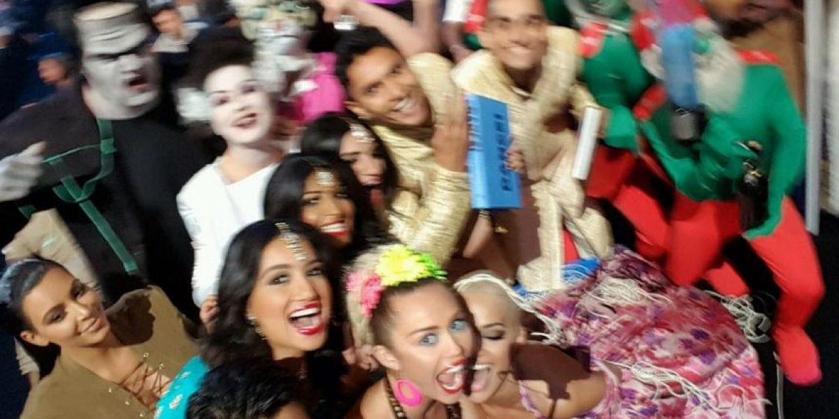 Miley Cyrus retó a Ellen Degeneres con esta selfie