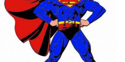 """Video: """"Superman"""" vuela por las calles de Londres con ayuda de este drone"""