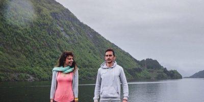 Fotos: Esta pareja dejó todo para viajar por el mundo y terminó limpiando baños