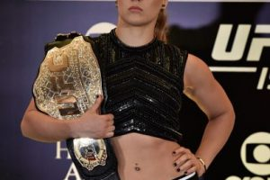 En noviembre de 2012 se integró a la UFC. Rousey compite en la categoría de Peso Gallos de Mujeres, de la cual es la vigente campeona. Foto:Getty Images