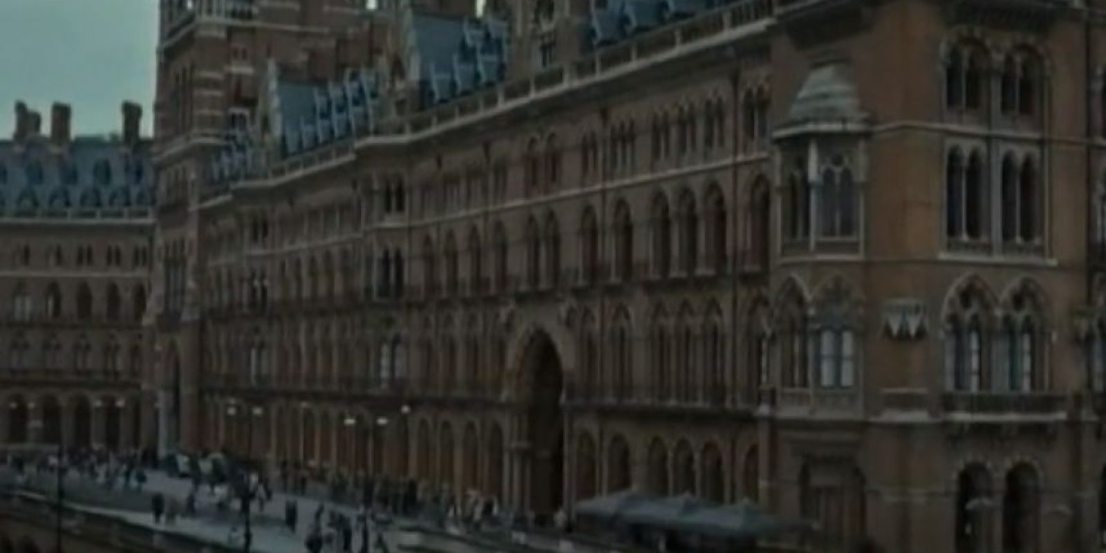 "J.K. Rowling no pudo estar presente en la estación King's Cross para desearle buena suerte a ""James S. Potter"". Foto: YouTube/Warner Bros"