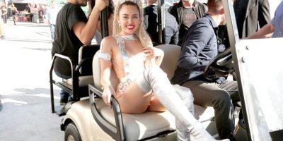 """La anfitriona de los MTV VMAs mostró """"involuntariamente"""" uno de sus pezones en el backstage. Foto:Getty Images"""