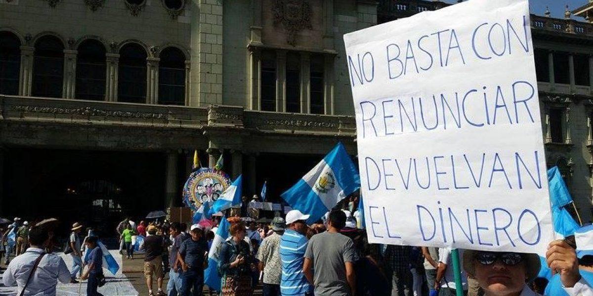 Manifestaciones insisten en la renuncia del presidente