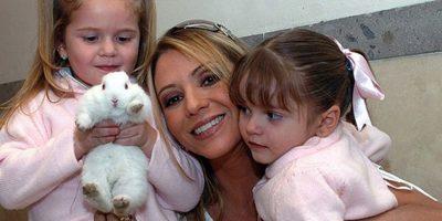 La actriz mexicana ya era madre de dos hijas, cuando en enero de 2013 dio a luz a su tercer hijo, tenía 42 años Foto:Facebook Daniel castro