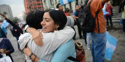 Ciudadanos celebran en las calles el retiro de inmunidad a Pérez