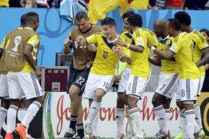 """Esta imagen de James y el equipo bailando salsa """"choke"""" fue muy popular. Foto:vía Getty Images"""