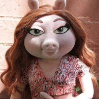 Denise es la nueva conquista de la Rana René. Es más joven. Foto:vía Disney