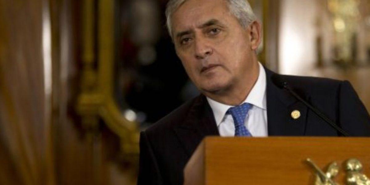 Dictan orden de arraigo para presidente de Guatemala