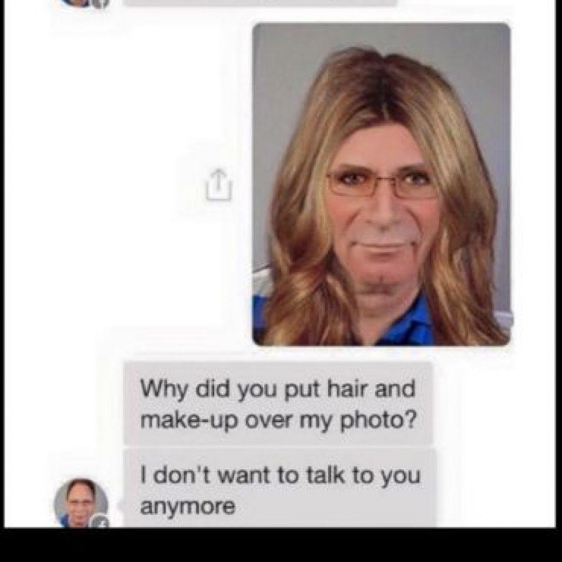 """Hombre: """"Hola sexy, mándame una foto de ti"""". """"¿Pusiste cabello y maquillaje sobre mi foto?"""" """"No quiero más hablar contigo"""". Foto:vía Twitter"""