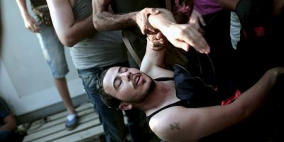 Refugiado sirio colapsa en la isla griega Lesbos. Foto:AFP