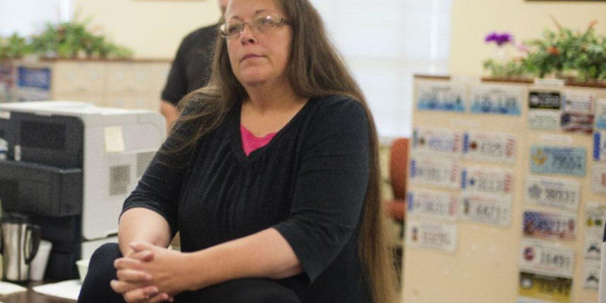 Mujer es arrestada por negar licencias de matrimonio a parejas gays en Estados Unidos