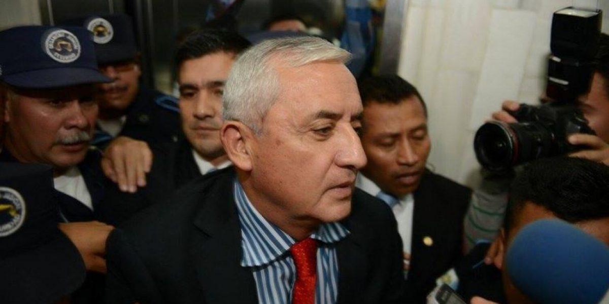Otto Pérez se entrega ante juez que ordenó su captura