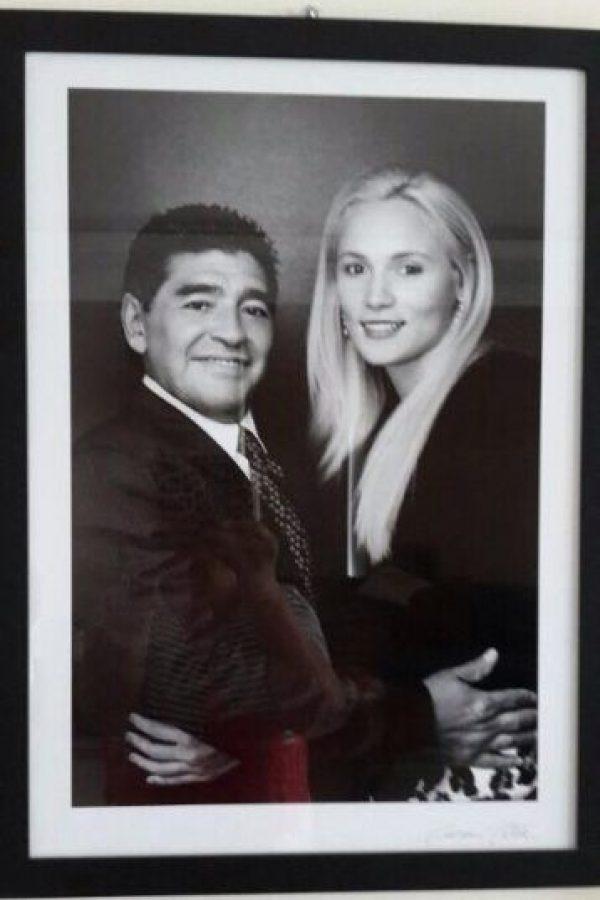 Diego Maradona sale desde 2013 con Rocío Oliva. Foto:Vía twitter.com/rogeraldineoliv