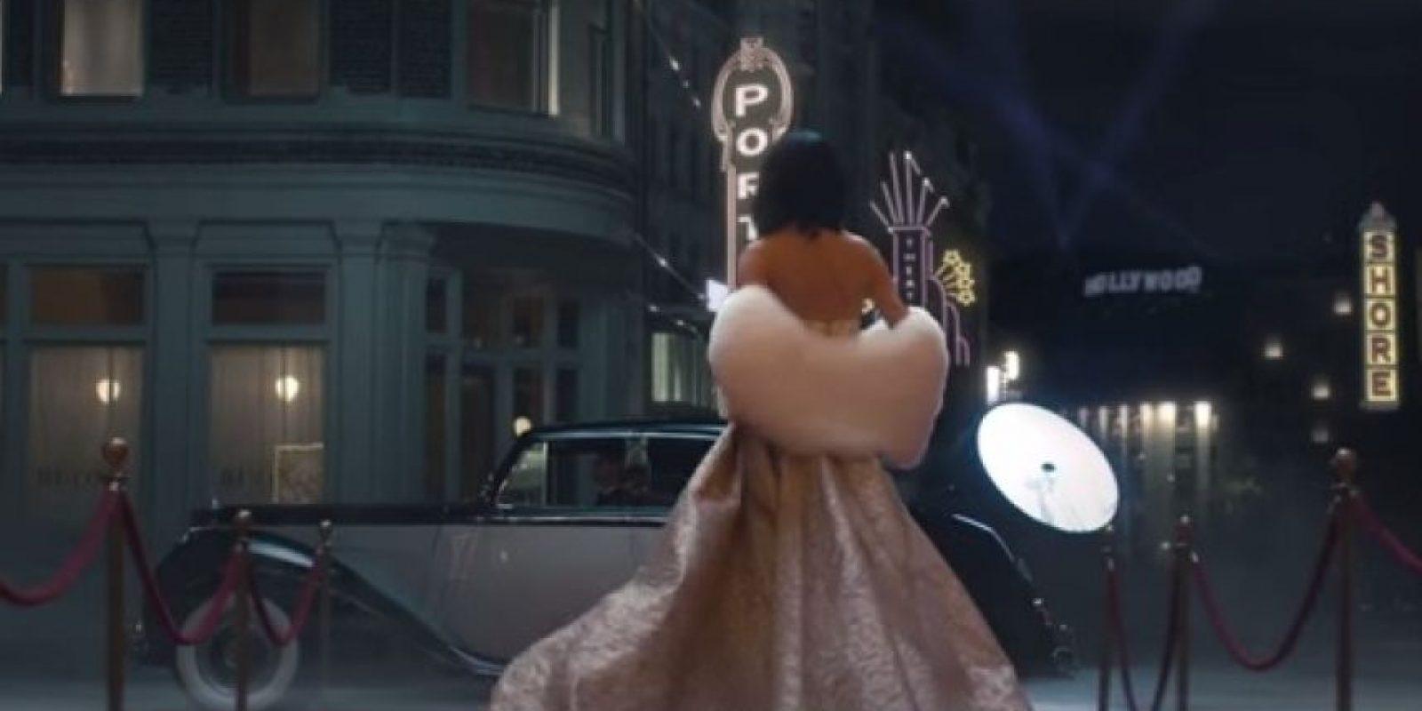 El clip simula la grabación de una película de los años cincuenta. Foto:YouTube/TaylorSwiftVEVO