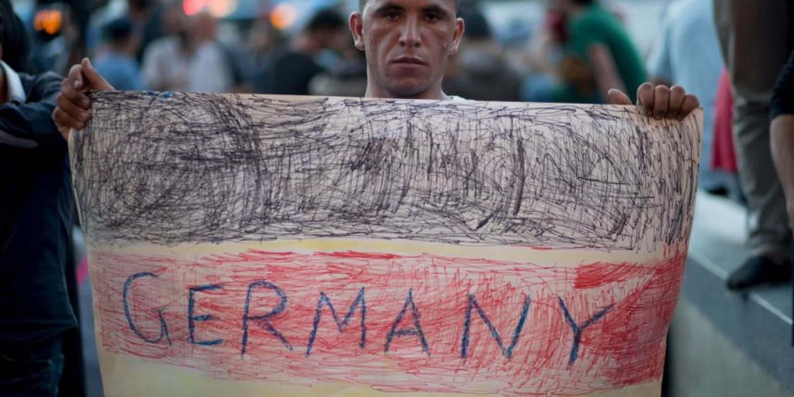 """""""La fotografía es verdaderamente dramática, es espeluznante. Es un niño pequeño y es una muestra de algo que se repite muchos días"""", consideró Rajoy, recordando que """"en el Mediterráneo han fallecido muchas mujeres, niños"""" Foto:Getty Images"""
