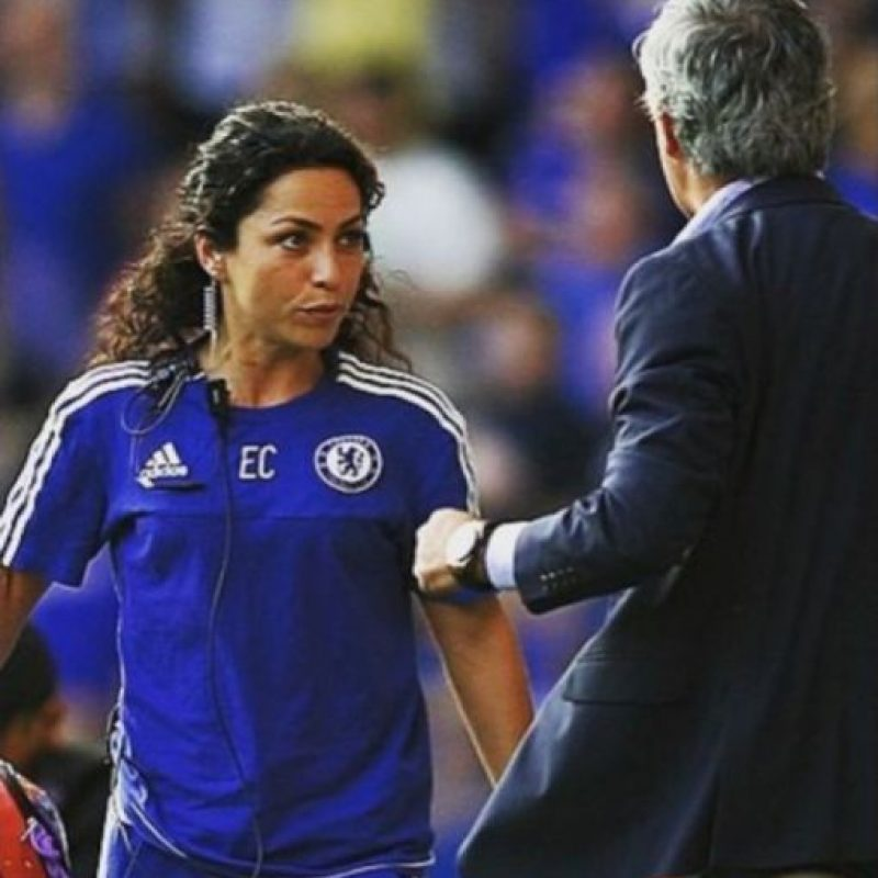 """""""Mou"""" se molestó porque ingresó al terreno de juego a atender a Eden Hazard Foto:Vía facebook.com/eva.carneiro"""