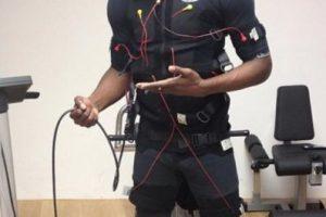 Para ello usa un chaleco de electroestimulación, el cual ayuda a perder grasa y ganar masa muscular, explosividad y velocidad de reacción. Foto:Vía instagram.com/usainbolt