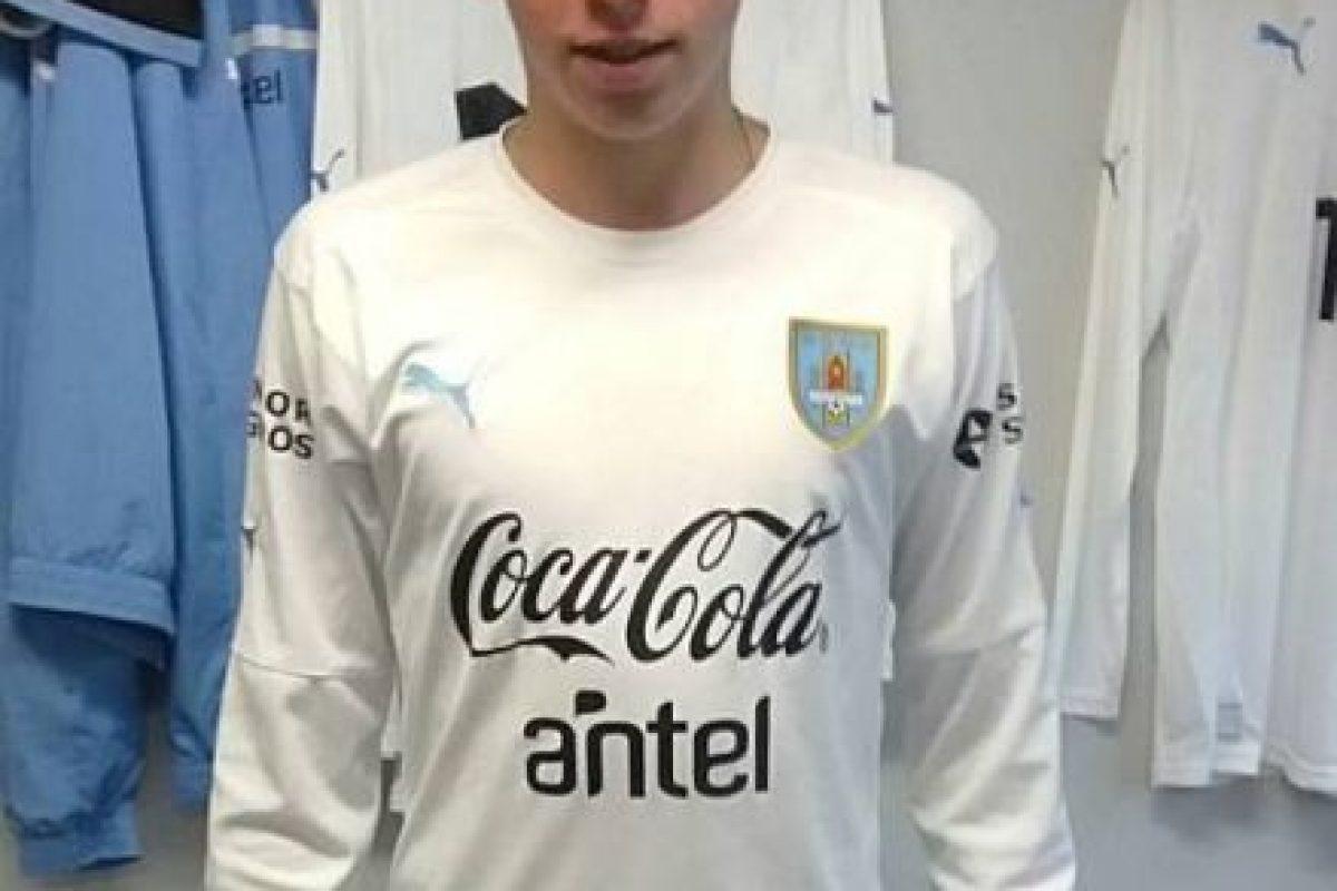 Su primera convocatoria para representar a Uruguay llegó en 2012, y fue llamado a la Sub-15. Foto:Vía facebook.com/TuyYoJuntosFede10