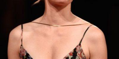 Elizabeth Banks a punto de caerse debido a su carísimo vestido