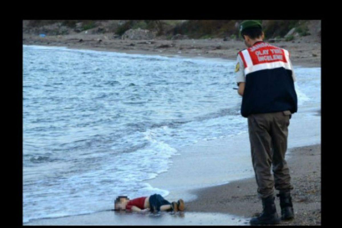 El pequeño Aylan falleció junto con su familia. Foto:AFP